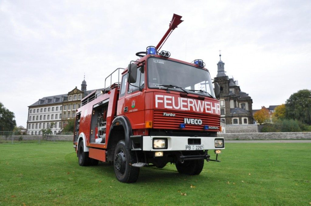 Tanklöschfahrzeug - Freiwillige Feuerwehr Büren