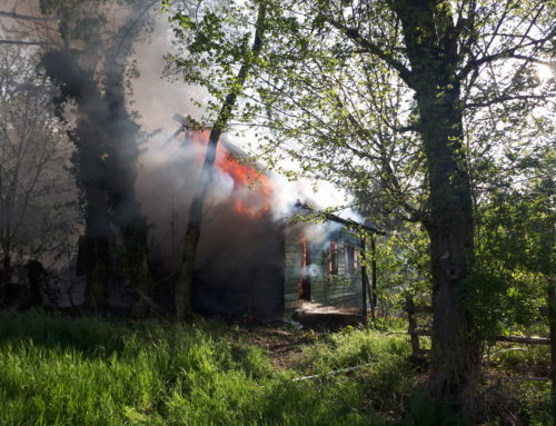 Büren: brennende Hütte im Wald