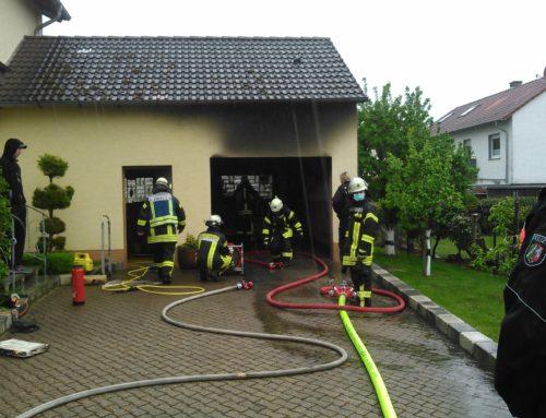 Steinhausen: brennt Garage