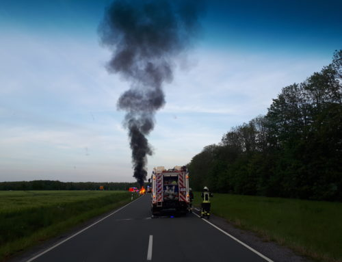 Büren: Fahrzeugbrand auf Autobahnzubringer