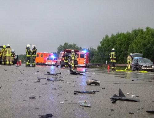 A44: Unfall mit mehreren Eingeklemmten gemeldet