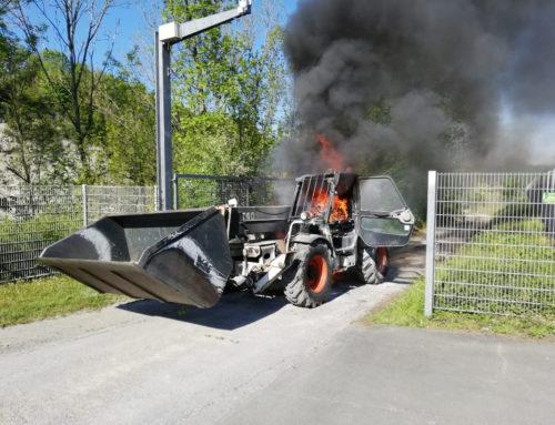 Büren: brennt Radlader