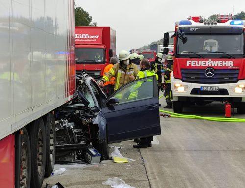 A44: Verkehrsunfall mit eingeklemmter Person