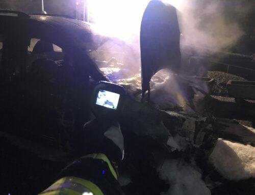 Brenken: PKW brennt vor Garage