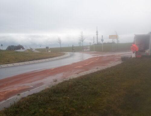 Büren: Ölspur im Kreisverkehr