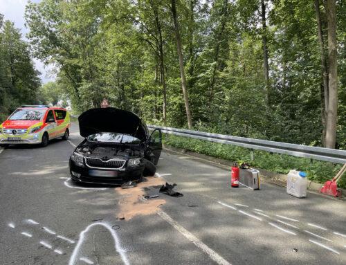Brenken: Unfall mit 2 PKW und 2 Personen eingeklemmt