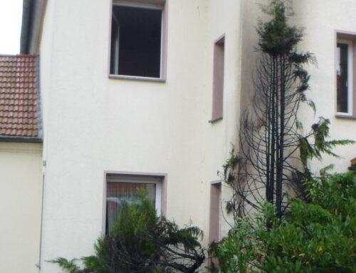 Büren: Brennt Busch im Vorgarten